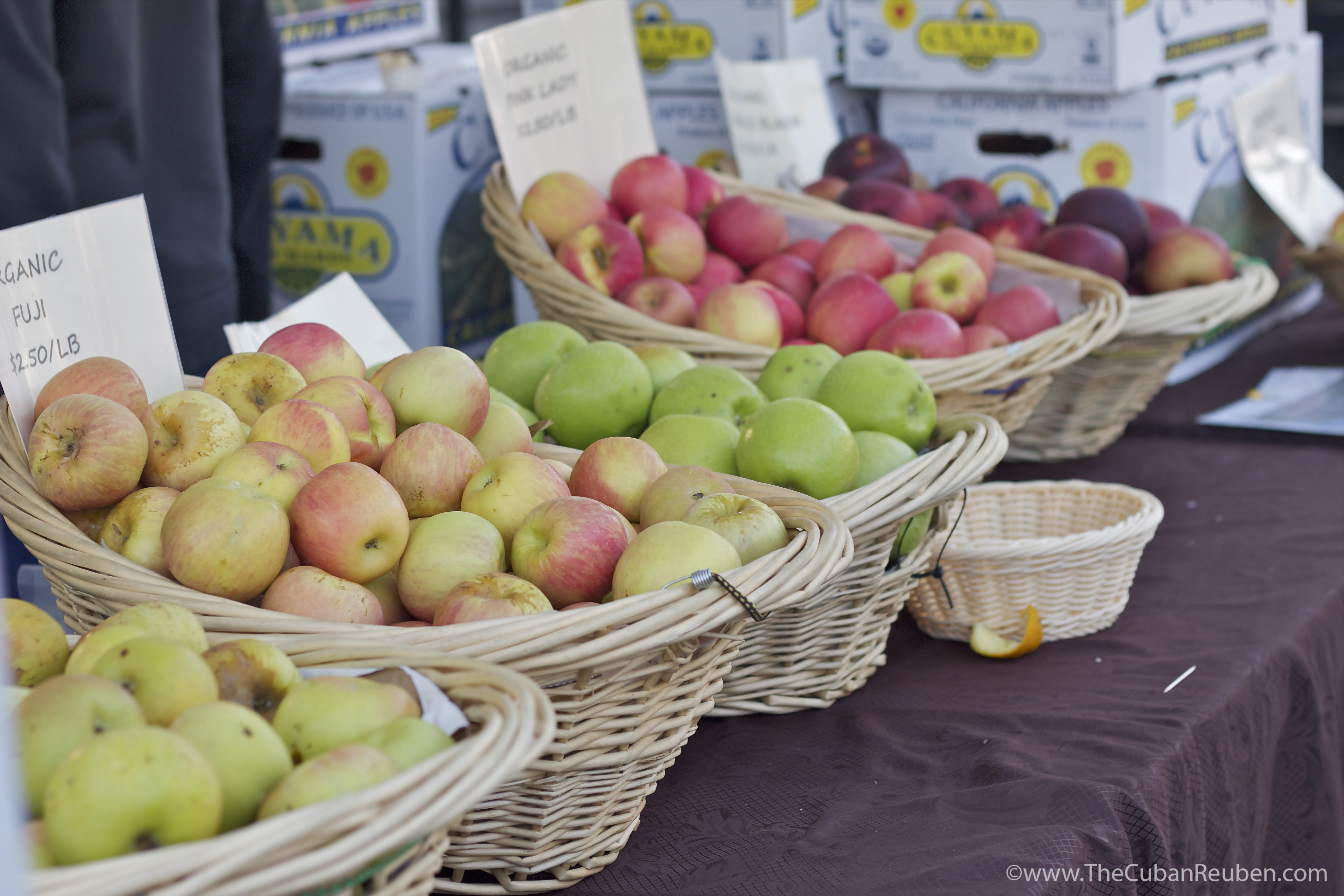 farmers market apples